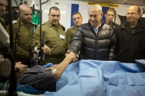 13-143055343121130-israeli-prime-minister-benjamin-netanyahu-next-to-a-wounded-mercenary-israeli-military-field-hospital-at-the-occupied-golan-heights-border-with-syria-18-february-2014